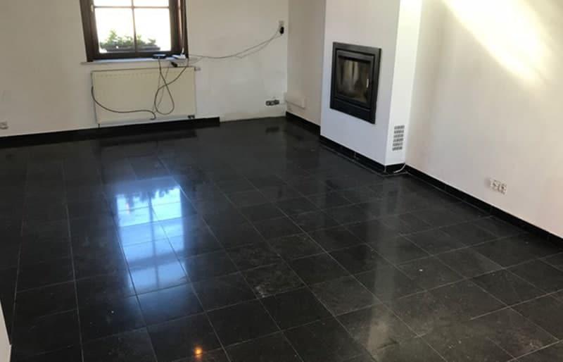 Rénovation d'un sol en marbre noir